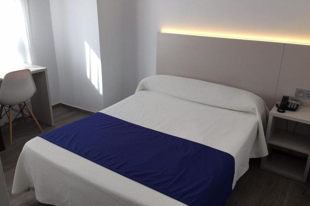 Habitación Triple. 1 o 2 camas | Max. 3 personas | Desayuno incluido